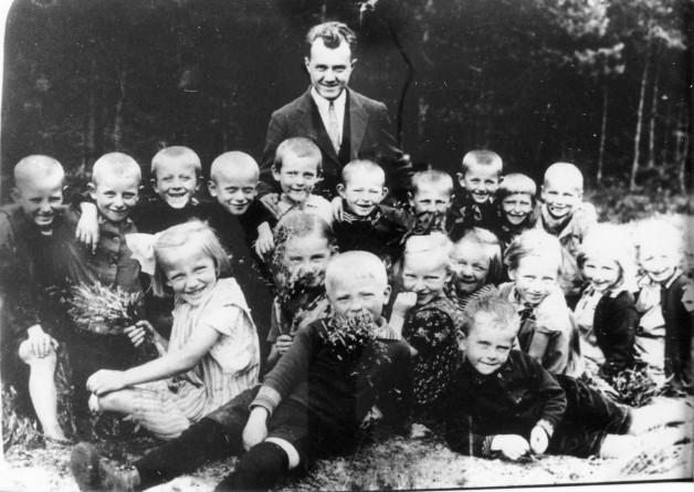 1923 - Lehrer Pralle mit Schüler